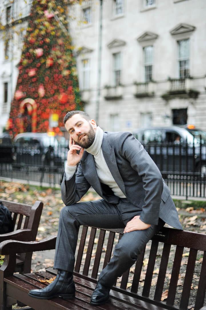 """<img src="""" *Tom Ford* Men's Suit.gif"""" alt=""""Selfridges *Tailoring* Men's Suit"""">"""
